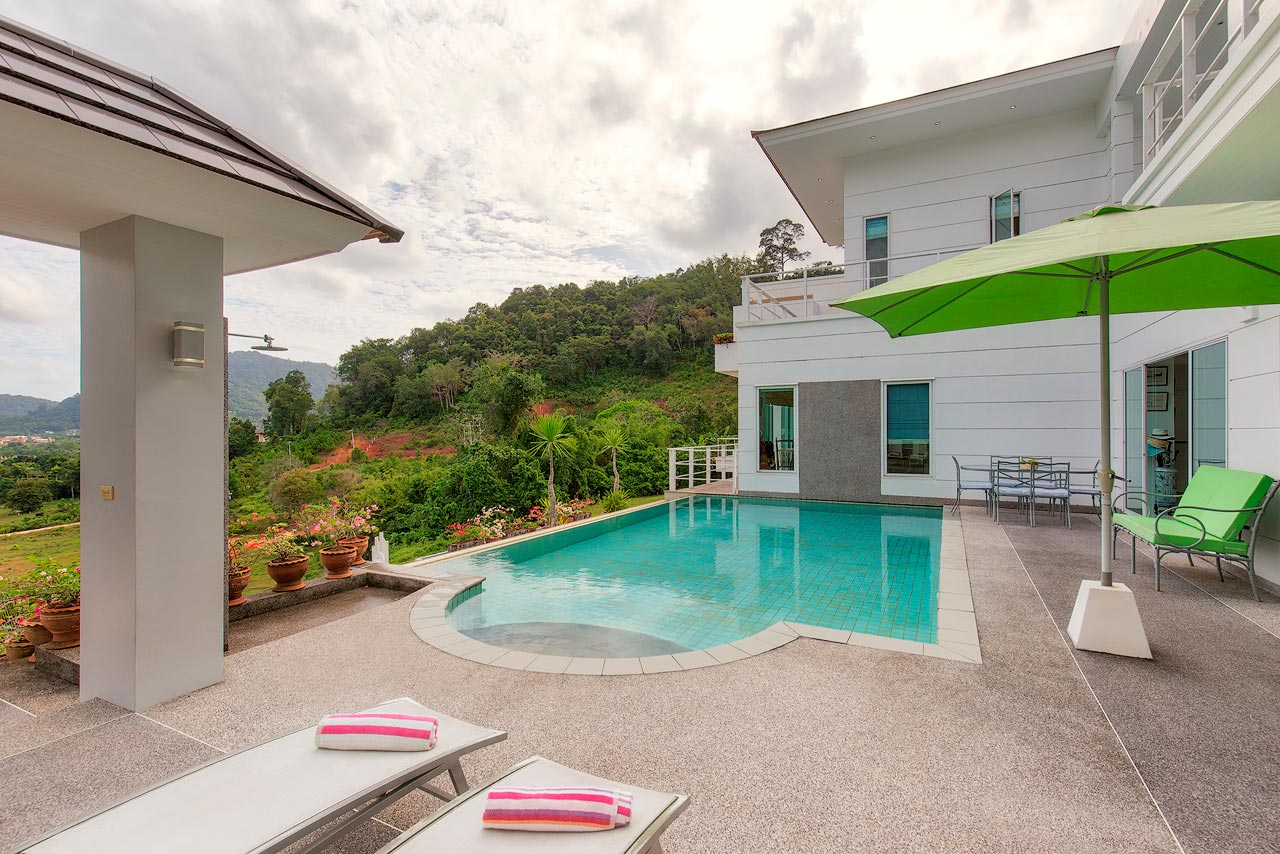 Golf View Pool Villa in Kathu