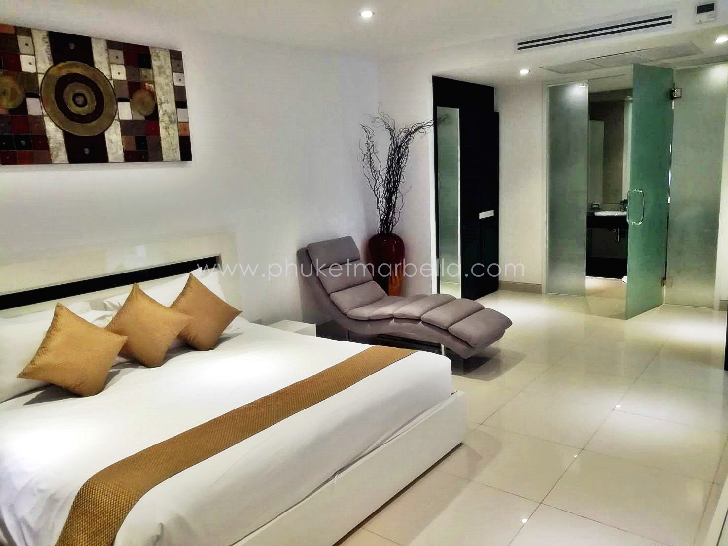 2 Bed condo in Surin Beach